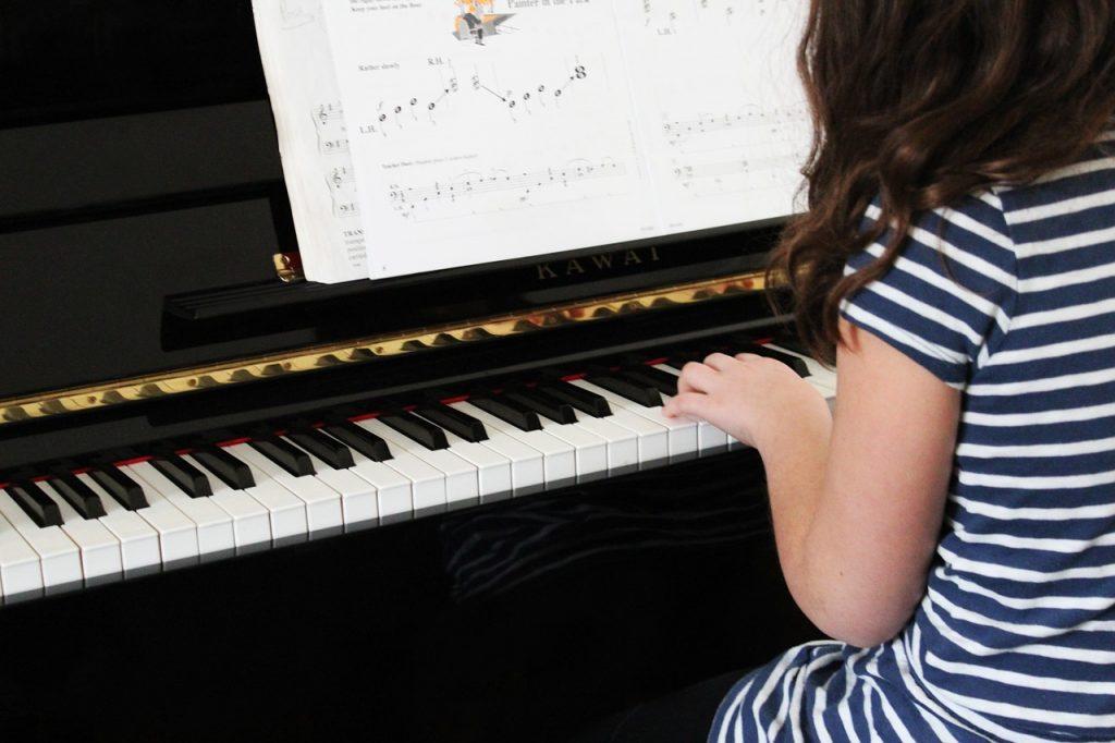 Je kind leren piano spelen? Dé tips die elke ouder moet weten!
