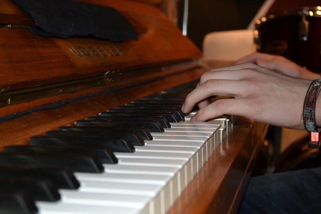 man piano leren spelen