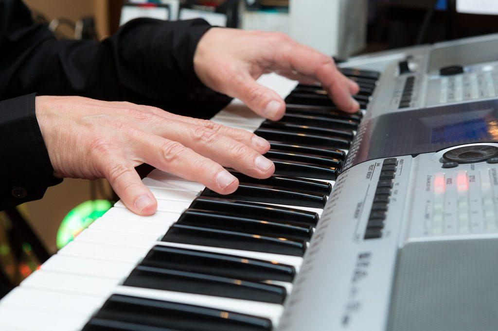 Piano akkoorden willen leren spelen? Handige beginnersgids!